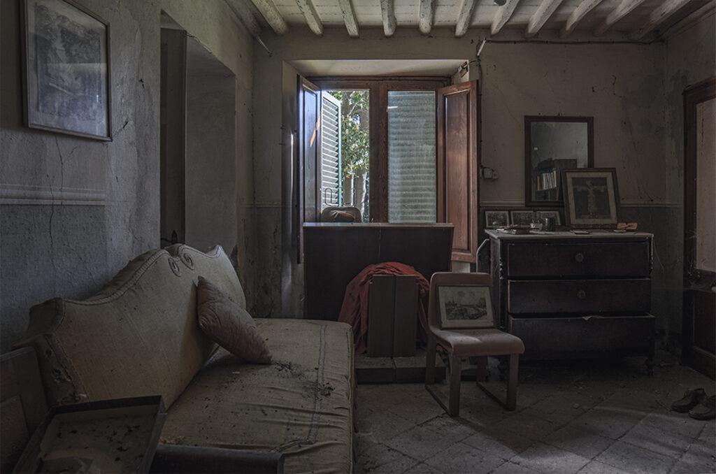 Luoghi Abbandonati Italia Urbex. La Casa del Preside Ufficiale