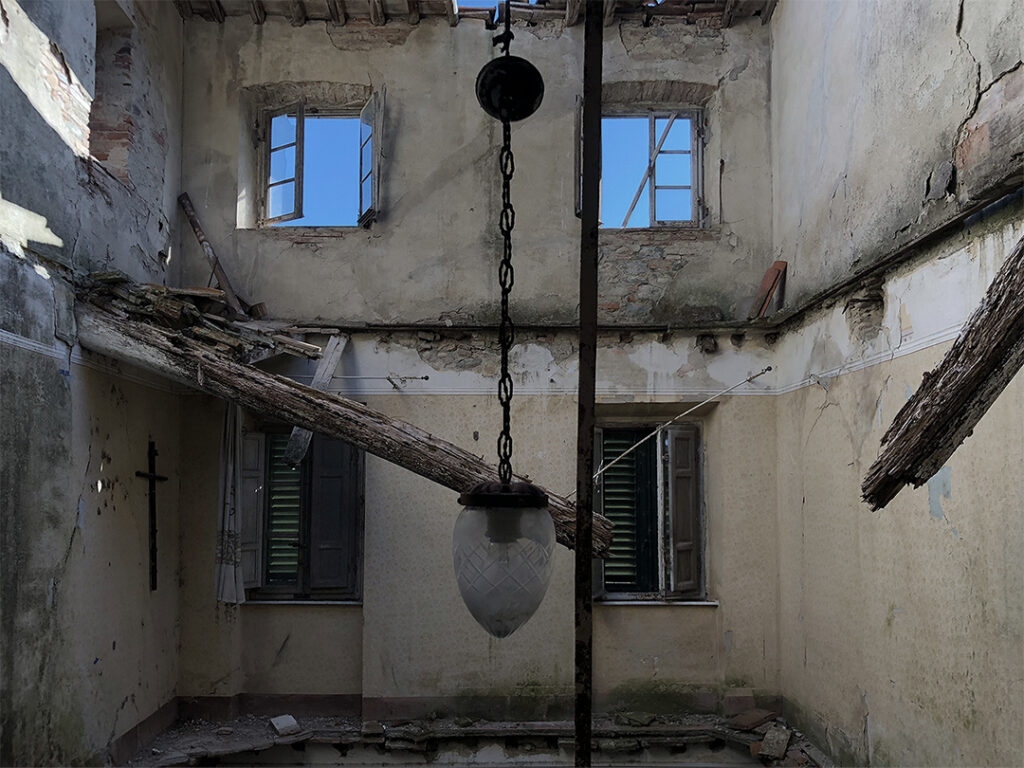 Villa Abbandonata del Preside Ufficiale Urbex Italia
